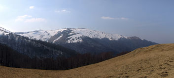 De vroege lente over bergen Royalty-vrije Stock Fotografie