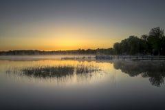 De vroege Nevel van het Ochtendmeer in Michigan Stock Fotografie