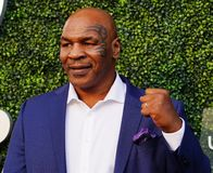 De vroegere in dozen doende kampioen Mike Tyson woont het US Open van 2018 bij openend ceremonie stock foto