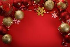 De vrolijke ballen van het Kerstmisconcept, het begroeten Stock Afbeeldingen