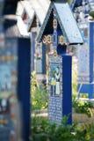 De Vrolijke Begraafplaats is een begraafplaats in het dorp van SăpânÈ› a, MaramureÅŸ provincie, Roemenië Stock Foto
