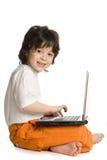 De vrolijke jongen met laptop stock fotografie