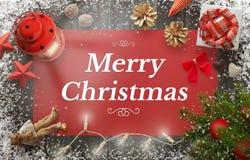 De vrolijke kaart van de Kerstmisgroet met Kerstmisboom, gift, decoratie Stock Foto's