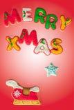 De vrolijke koekjes van de Kerstmispeperkoek Stock Afbeeldingen