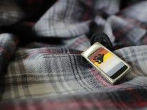 De vrolijke Trots/draagt Pride Flag Necklace Stock Foto's