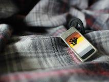 De vrolijke Trots/draagt Pride Flag Necklace Royalty-vrije Stock Fotografie