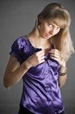 De vrouw chemise binnen royalty-vrije stock afbeeldingen