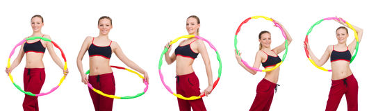 De vrouw die oefeningen met hulahoepel doen Royalty-vrije Stock Afbeeldingen