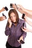 De vrouw die van Bussines gebruikend mobiele telefoon communiceert Stock Afbeelding
