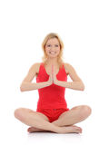 De vrouw die van de geschiktheid yogameditatie doet stelt Stock Foto's