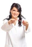 De vrouw die van de opticien glazen geeft Royalty-vrije Stock Afbeeldingen