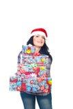 De vrouw die van de schoonheid Kerstmis geeft stelt voor Stock Foto