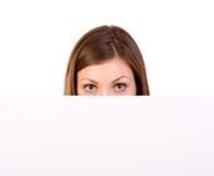 De vrouw die van het aanplakbord over teken kijken Royalty-vrije Stock Afbeeldingen