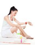 De vrouw die van schilderijen wordt vermoeid begaat zelfmoord Stock Foto
