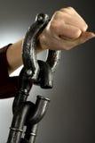 De vrouw dient grote handcuffs in Stock Afbeelding