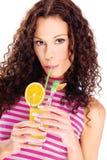 De vrouw drinkt geïsoleerd jus d'orange, Stock Foto's