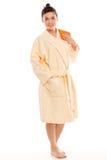 De vrouw een peignoir met een handdoek in haar hand Royalty-vrije Stock Foto