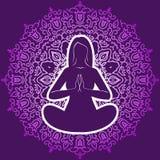 De vrouw in een yoga stelt op de achtergrond cirkelornament Royalty-vrije Stock Foto