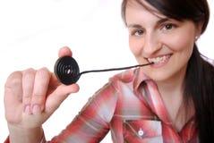 De vrouw eet een wiel van het zoethoutsuikergoed Stock Foto