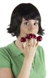 De vrouw eet fruit Stock Foto