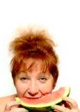 De vrouw eet watermeloen die op wit wordt geïsoleerd? Royalty-vrije Stock Fotografie