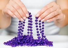 De vrouw en de juwelen Stock Foto