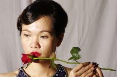 De vrouw en enige rood namen toe Royalty-vrije Stock Fotografie