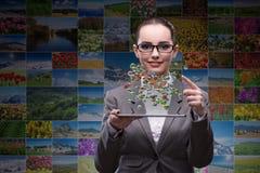 De vrouw in het concept van de wereldreis Royalty-vrije Stock Afbeeldingen