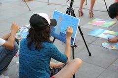 De vrouw in het schilderen in SHENZHEN Stock Foto's