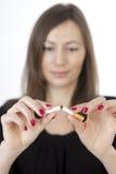 De vrouw houdt met op rokend royalty-vrije stock afbeeldingen