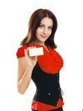 De vrouw houdt zaken of een creditcard stand Stock Foto's