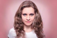 De vrouw kijkt stijl met blauwe ogen Royalty-vrije Stock Foto