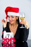 De vrouw kleedde zich als Santa Claus-het vieren Kerstmis Royalty-vrije Stock Foto's