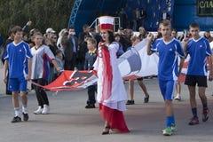 De vrouw, kleedde zich in de kleuren van Polen Stock Foto