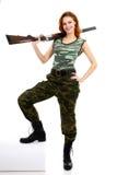 De vrouw kleedde zich in groene camouflage Stock Foto