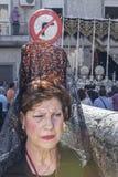 De vrouw kleedde zich in mantilla tijdens een optocht van heilige week, Spai Royalty-vrije Stock Foto's