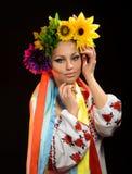 De vrouw kleedde zich in Oekraïens nationaal kostuum Royalty-vrije Stock Afbeeldingen