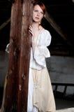 De vrouw kleedde zich omhoog als cinderella Stock Fotografie