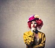 De vrouw kleedde zich omhoog als clown Stock Foto's