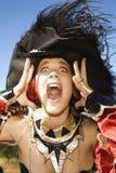 De vrouw kleedde zich in piraatkostuum. stock afbeelding