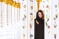 De vrouw kleedde zich in traditionele Arabier Royalty-vrije Stock Foto's