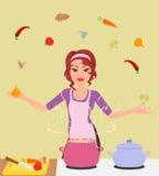 De vrouw kookt voedsel Royalty-vrije Stock Afbeeldingen