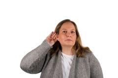 De vrouw luistert aan Royalty-vrije Stock Fotografie
