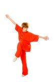 De vrouw maakt kung-fuoefening die met weg wordt geïsoleerde Royalty-vrije Stock Fotografie