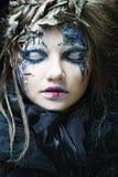 De vrouw met creatief maakt omhoog. Het thema van Halloween. Stock Afbeelding