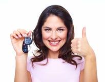 De vrouw met een auto sluit. Stock Foto