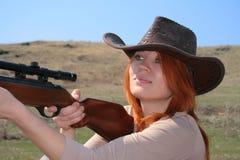 De vrouw met geweer Stock Afbeeldingen