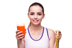 De vrouw met glas van sap en drank Royalty-vrije Stock Foto's