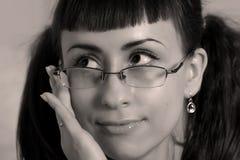 De vrouw met glazen sluit omhoog. Sepia royalty-vrije stock afbeelding