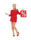 De vrouw met het winkelen zak het tonen beduimelt omhoog Royalty-vrije Stock Afbeelding